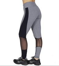 Calça fitness em suplex liso com detalhe lateral e telinha V57.A