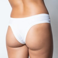 Calcinha em algodão liso com viés em elástico exposto e detalhe frontal B61.D