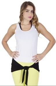 Camiseta fitness em malha furadinha com tapa bumbum embutido V39.C