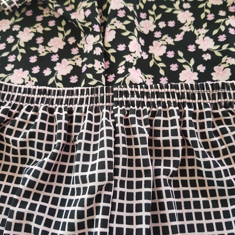 Pijama Conforto em Microfibra Estampada com Short Longo e Camiseta L12.C PRETO FLORES ROSA